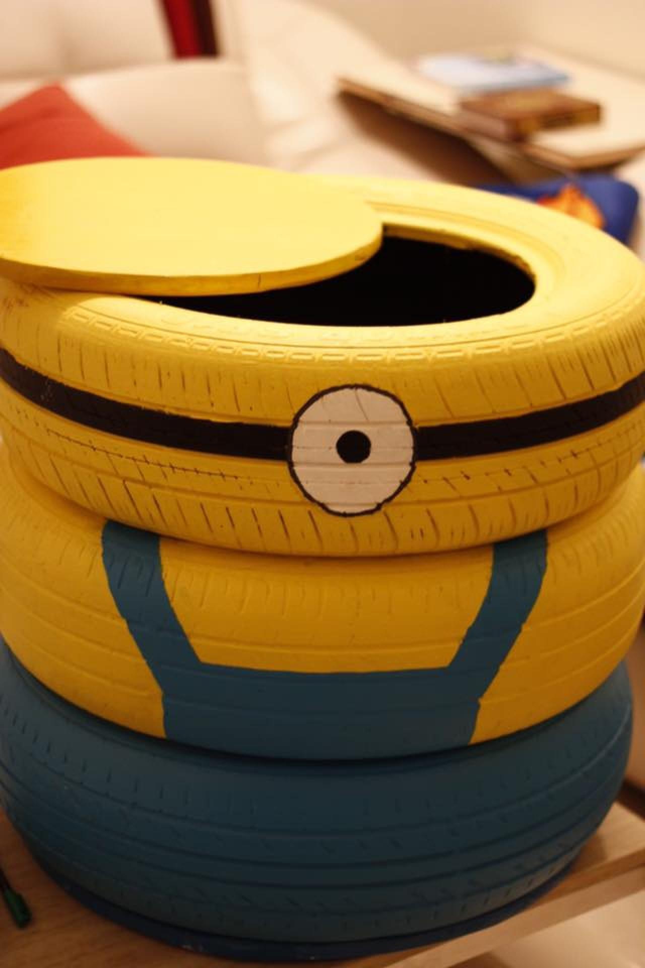 Re. Tire利用廢棄輪胎,加上自己的創意,製作出minions造型的儲物箱。(Re. Tire Facebook)