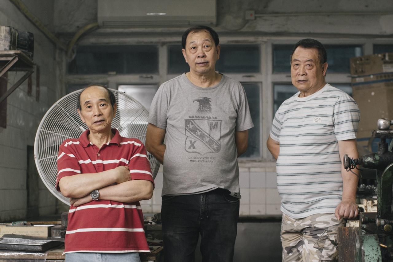 (左起)三弟方富成、二哥方富泉及大哥方煒培為史蜜夫糖果廠第二代接班人。(曾梓洋攝)
