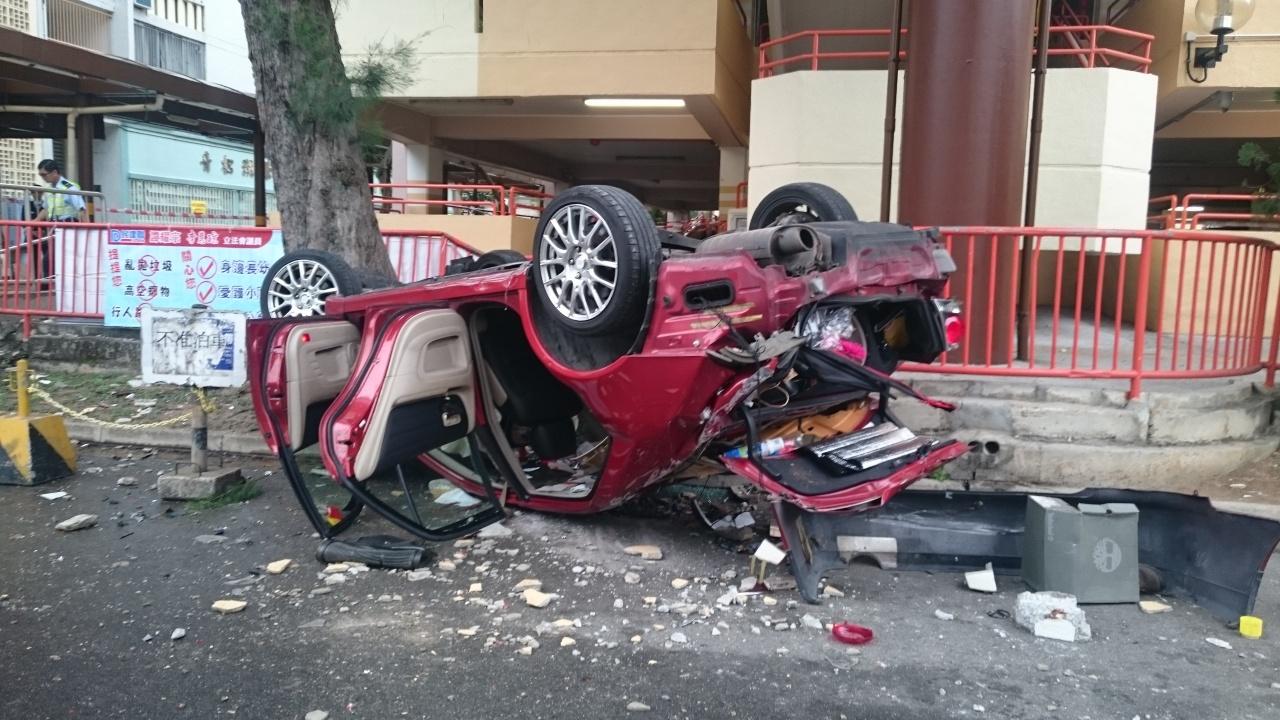 被告羅光仙當日所駕汽車墮樓後嚴重損毀。(資料圖片)