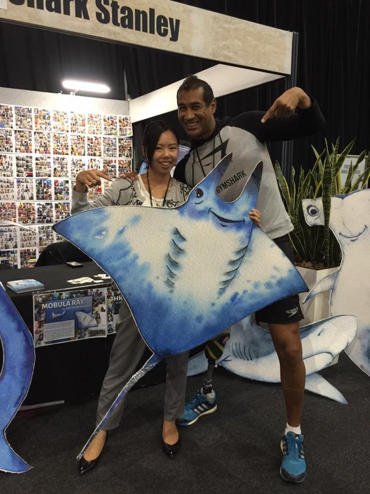 在南非保育高峰會上,Apple與當地殘奧泳手Hassiem一同宣揚鯊魚提案。(受訪者提供)
