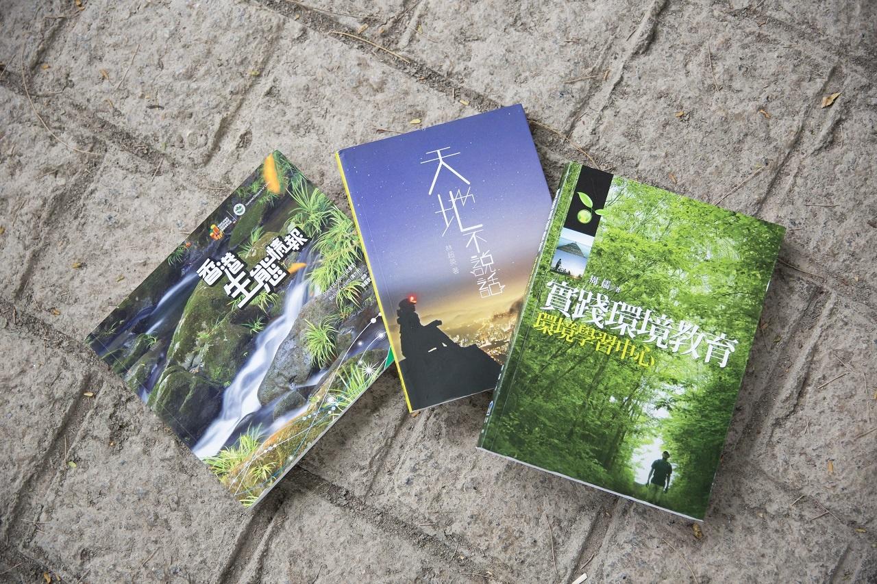 這三本有關生態與人生哲學的書籍Xoni尤為推介。(龔嘉盛攝)