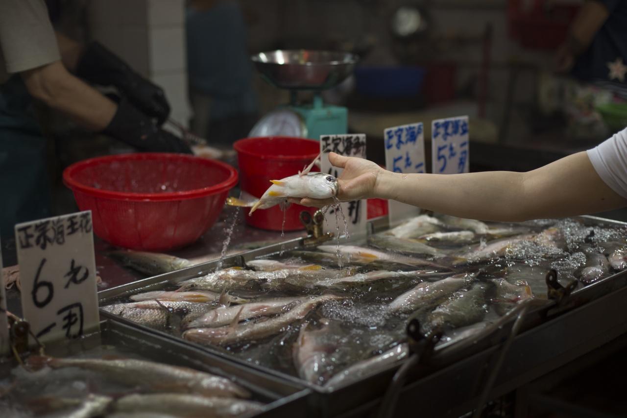 有澳門居民表示,如果魚販太大力把魚扑死了,她也不想購買。