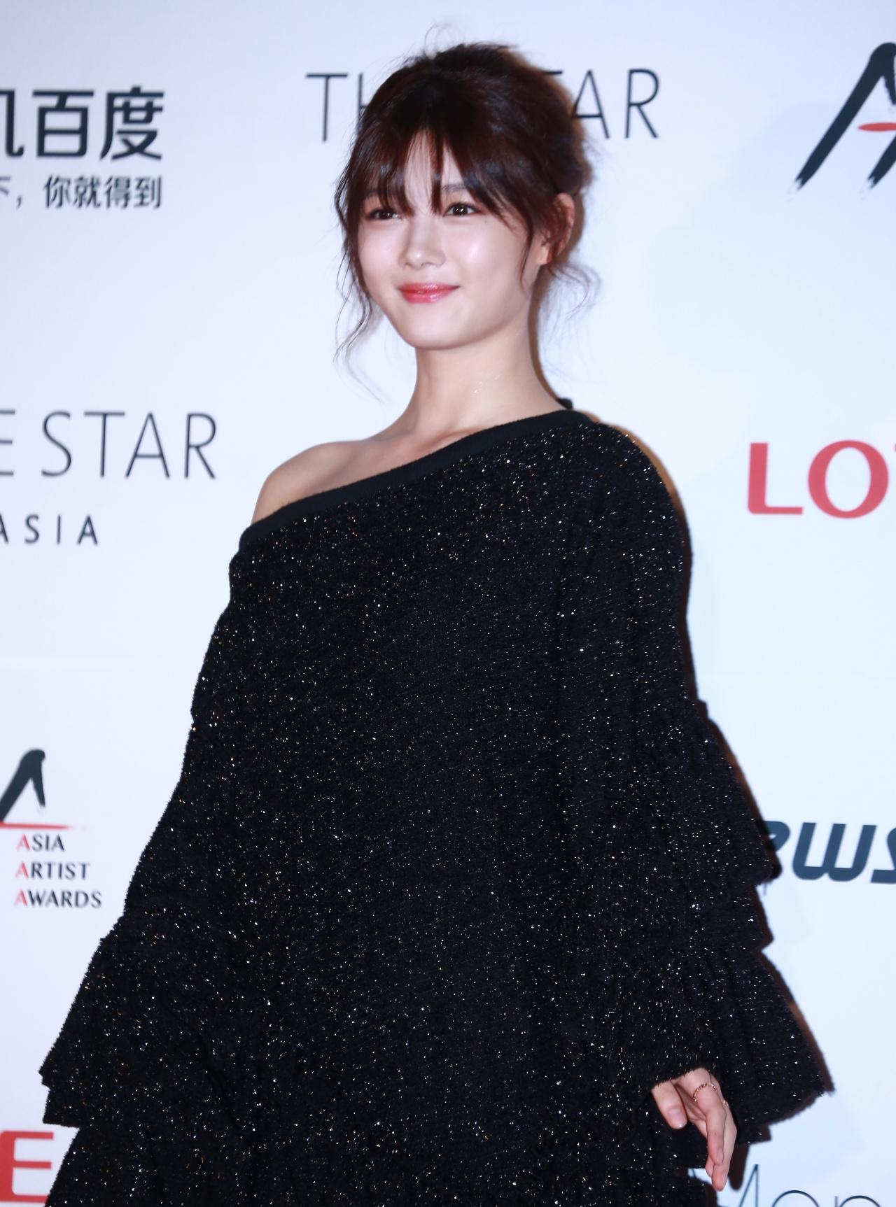 金裕貞今晚的打扮頗為成熟,女演員味道出晒嚟!(特約記者攝)
