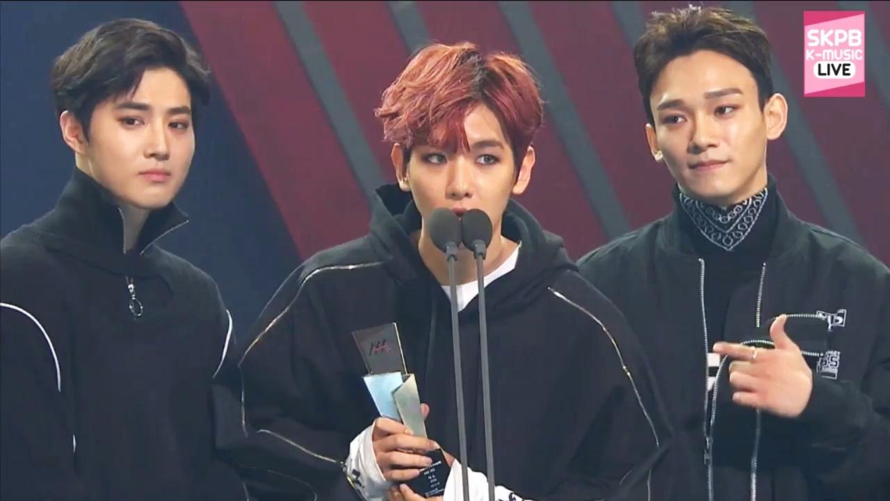 人氣獎由伯賢、允兒(電視劇部門)及EXO(歌手部門)奪得,可說是SM娛樂的天下!(網上截圖)