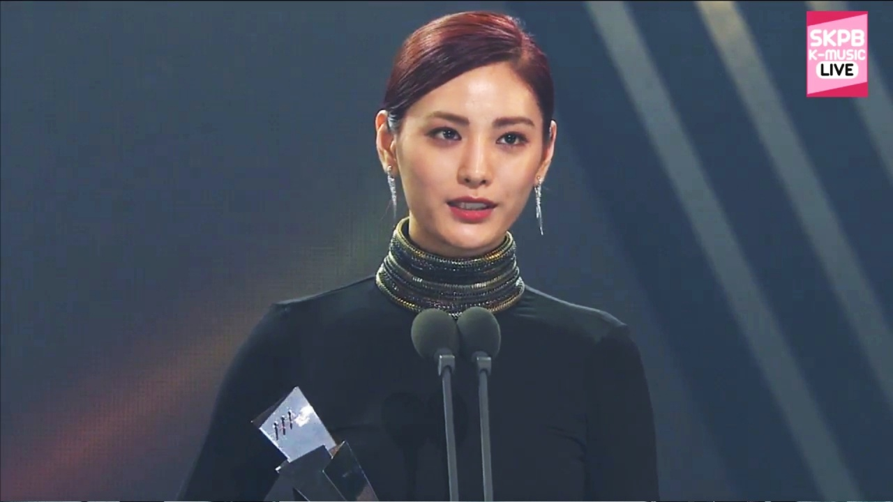 NaNa憑《Good Wife》奪得新人獎,她表示今次挑戰演技試過有點不安,但粉絲們都十分關注她,加上After School成員們也一直在背後支持她,令她非常感激。(網上截圖)
