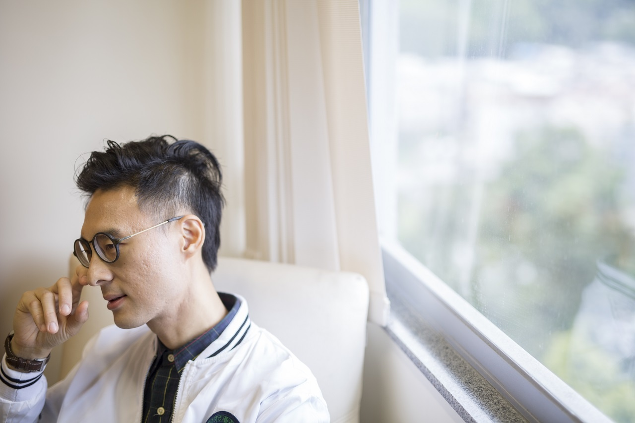 中文大學講師陳嘉銘自言養了狗隻18年,也無法完全了解一條生命。他認為短時間租借寵物,根本無法確定養動物意願。(林振東攝)
